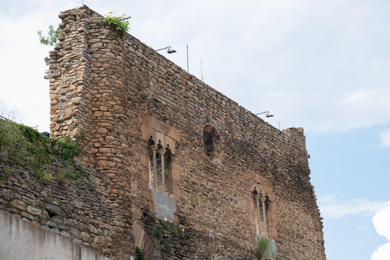 Façana gòtica del Castell dels Comtes de Pallars