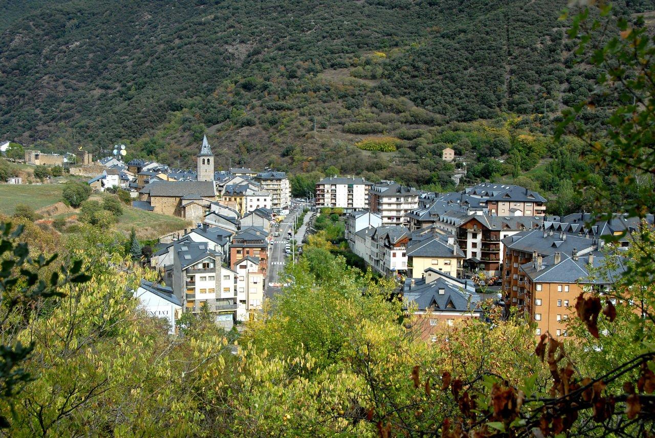 Vista de Sort des de la muntanya de bressui
